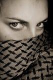 Retrato oscuro de la mujer imagenes de archivo