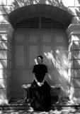 Retrato oscuro de la mujer asiática triste en ropa negra Fotos de archivo libres de regalías