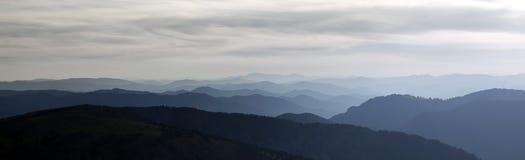Retrato panorâmico nas montanhas altas Foto de Stock Royalty Free