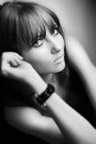 Retrato preto & branco de um modelo fotografia de stock