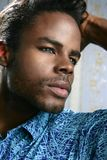 Retrato preto bonito do homem novo de americano africano fotografia de stock royalty free