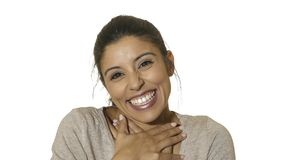 Retrato principal da mulher do sorriso latino-americano feliz e entusiasmado louco novo de 30s alegre e de amigável isolado no fu fotos de stock royalty free