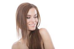 Retrato principal de la mujer del pelo y de los hombros rojo hermoso. Foto de archivo libre de regalías