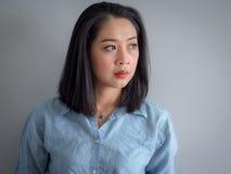 Retrato principal do tiro da mulher asiática foto de stock