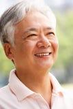 Retrato principal e dos ombros do homem chinês sênior Fotografia de Stock Royalty Free