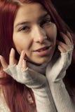Retrato principal rojo de la mujer Fotografía de archivo libre de regalías