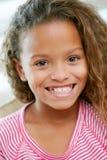 Retrato principal y de los hombros de la chica joven fotografía de archivo libre de regalías