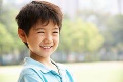 Retrato principal y de los hombros del muchacho chino Foto de archivo libre de regalías