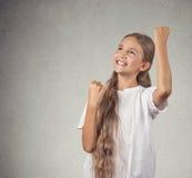 Retrato que ganha a menina bem sucedida do adolescente Fotografia de Stock Royalty Free