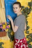 Retrato rústico de uma jovem mulher Imagem de Stock Royalty Free