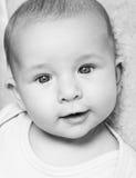 Retrato recém-nascido adorável fotografia de stock royalty free