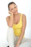 Retrato relaxado feliz de uma jovem mulher segura fotos de stock