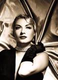 Retrato retro de la mujer preciosa fotos de archivo