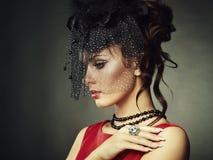 Retrato retro de uma mulher bonita. Estilo do vintage foto de stock