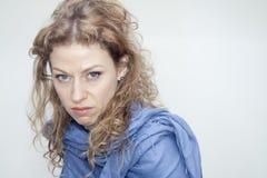 Retrato rubio trastornado descontentado de la mujer Imagenes de archivo