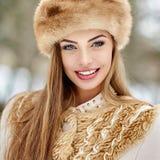 Retrato ruso hermoso de la muchacha del invierno Imagen de archivo
