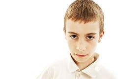 Retrato sério pequeno do menino fotografia de stock