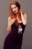 Retrato sensual da mulher com um coletor ideal Fotos de Stock Royalty Free