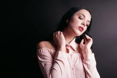Retrato sensual de la mujer joven Imágenes de archivo libres de regalías