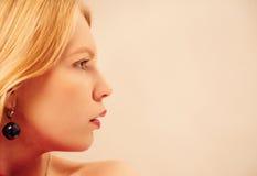 Retrato sensual de la mujer rubia muy atractiva Foto de archivo libre de regalías