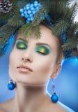 Retrato sensual de la Navidad de la mujer hermosa con los ojos cerrados a Imagen de archivo libre de regalías