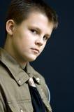 Retrato serio del muchacho del explorador Fotos de archivo