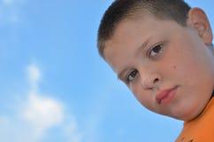 Retrato serio del niño Imagenes de archivo