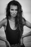Retrato 'sexy' da forma da mulher bonita nova no swinsuit preto Imagens de Stock Royalty Free