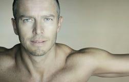 Retrato 'sexy' do homem fotos de stock royalty free