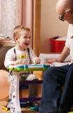 Retrato sincero de un niño de risa hermoso Foto de archivo libre de regalías