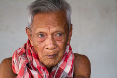 Retrato sincero viejo asiático del hombre mayor Fotos de archivo libres de regalías