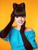 Retrato sonriente bonito de la belleza de la muchacha Moda elegante t atractivo Fotos de archivo libres de regalías