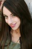 Retrato sonriente bonito de la muchacha Foto de archivo libre de regalías