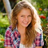 Retrato sonriente feliz joven del adolescente Fotografía de archivo libre de regalías