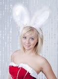 Retrato sonriente hermoso de la mujer con los oídos de conejo Fotos de archivo
