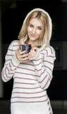 Retrato suave del adolescente que bebe el café caliente en casa Imágenes de archivo libres de regalías