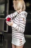 Retrato suave del adolescente que bebe el café caliente en casa Fotografía de archivo libre de regalías