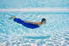 Retrato subacuático de la mujer Imagenes de archivo