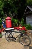 Retrato tailandés de la mujer con el buzón de correos en Jim Thompson Farm Imagenes de archivo