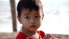 Retrato tailandés del niño, cierre para arriba almacen de video