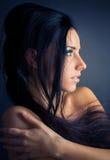 Retrato trigueno joven de la mujer Fotografía de archivo