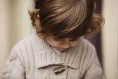 Retrato urbano da menina encaracolado do moderno Imagem de Stock