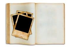 Retrato velho do vintage no livro aberto do espaço em branco velho Imagens de Stock Royalty Free