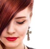 Retrato vermelho atrativo do estilo da mulher do cabelo Fotografia de Stock
