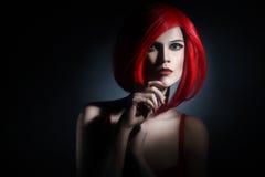 Retrato vermelho do ruivo da mulher do penteado foto de stock royalty free