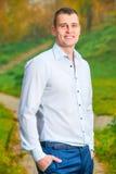 Retrato vertical de um homem de sorriso 35 anos Foto de Stock