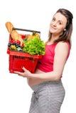Retrato vertical de una mujer embarazada con una cesta Foto de archivo libre de regalías