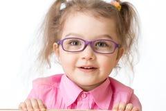 Retrato vestindo de sorriso do close up dos vidros da menina fotos de stock royalty free
