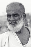 Retrato - viejo hombre en la playa de Clifton, Karachi Fotos de archivo libres de regalías