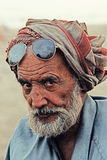Retrato - viejo hombre en la playa de Clifton, Karachi Fotografía de archivo libre de regalías
